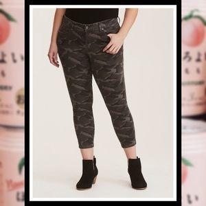 NWOT TORRID Gray Camo Skinny Jeans #170B